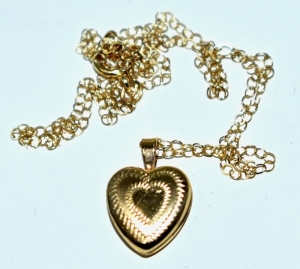 "14K YELLOW GOLD HEART LOCKETT 15"" CHAIN 1.37 GRAMS"