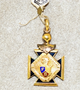 OLD Knights of Pythias MEDALLION BELIEVED TO BE GOLD FILLED - The Knights of Pythias is a fraternal organization and secret society[2] founded in Washington, D.C., on 19 February 1864. The Knights of Pythias is the first fraternal organization to receive