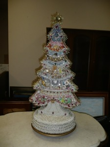 BEAUTIFUL VINTAGE HANDMADE CHRISTMAS TREE MADE OF HAT PINS AND COSTUME JEWELRY BROOCHES