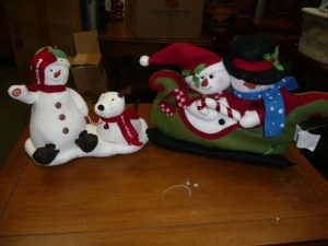 LOT OF TWO CHRISTMAS MUSICAL DECORATIONS