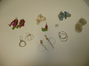 LOT OF COSTUME JEWELRY EARRINGS