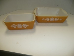 LOT OF TWO VINTAGE PYREX BAKING DISHES