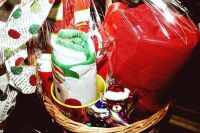 LARGE HOLIDAY GIFT BASKET WITH A LITTLE BIT OF EVERYTHING - 3