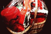 LARGE HOLIDAY GIFT BASKET WITH A LITTLE BIT OF EVERYTHING - 5