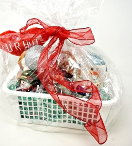 HOLIDAY GIFTS AND CANDLES GIFT BASKET