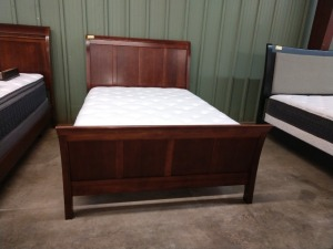 BEAUTIFUL QUEEN BED, INCLUDES HEADBOARD FOOTBOARD AND SIDE RAILS, SIERRA SLEEP MATTRESS AND BOX SPRINGS INCLUDED IF BUYER WANTS THEM,MATTRESS NOT FOR SALE INCLUDED IF BUYER WANTS THEM OR MAY LEAVE THEM HERE