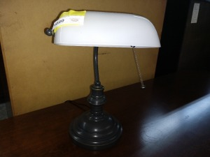 VERY NICE DESKTOP BANKERS LAMP, 13-IN TALL