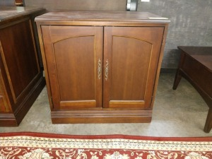 VERY NICE CABINET, 22-IN X 30-IN X 30-IN HIGH, DOUBLE DOOR WITH SHELF INSIDE