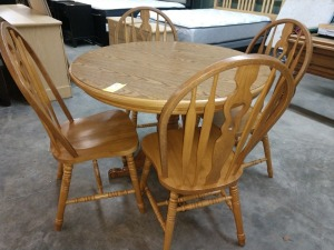 VERY NICE 41-IN DIAMETER BREAKFAST TABLE WITH FOUR CHAIRS