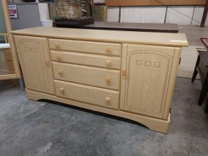VERY NICE LIGHT WOOD DRESSER, 16-IN X 62-IN X 30-IN HIGH, HAS THREE DRAWERS AND TWO CABINETS, ALSO INCLUDES 29-IN X 45-IN MIRROR, DOES MATCH LOT 1034