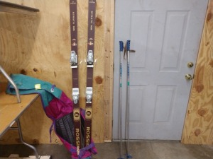 SET OF TYROLIA SNOW SKIS WITH A SET OF BARRECRAFTERS USA POLES