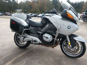 2007 BMW MOTORCYCLE.  LOW LOW MILES