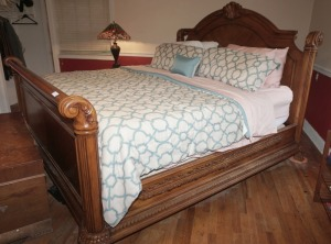 BEAUTIFUL HEAVILY CARVED KING SIZE BED WITH CLAW FEET - MBR