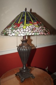 TIFFANY STYLE STAINED GLASS LAMP - MBR