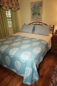 VINTAGE QUEEN SIZE BED - BR2