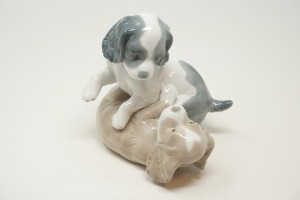 LLADRO FIGURINE MADE IN SPAIN, PUPPIES AT PLAY - BR2