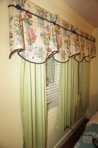 VALENCE AND CURTAINS IN BR1 - BR2
