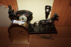 HOWARD MILLER MANTLE CLOCK AND VINTAGE METAL HORSE AND CARRIAGE CLOCK - BR2