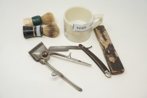 VINTAGE AND ANTIQUE SHAVING / BARBER ACCESSORIES INCLUDING STRAIGHT RAZOR WITH ORIGINAL BOX - KTN