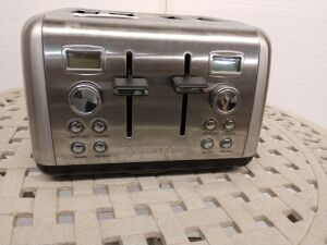 Farberware four slot toaster