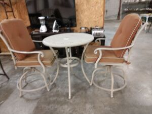 Very nice met al outdoor patio furniture, high top table with swivel chairs