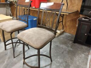 Barstool, does swivel, frame is metal with padded seat