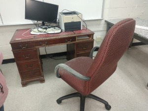 R4 RIGHT... VINTAGE DESK, CHAIR, 21-IN MONITOR AND HP LASERJET 1320 PRINTER, NO HARD DRIVE