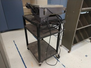 R1 RIGHT... ROLLING AUDIO VISUAL CART WITH 3M BRAND OVERHEAD PROJECTOR