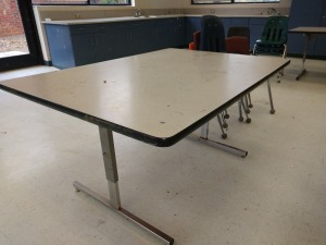 R1 RIGHT... ADJUSTABLE HEIGHT PROJECT TABLE WHICH INCLUDES FOUR CHAIRS