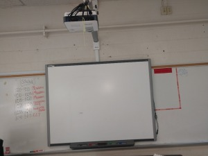 R4 LEFT... B E N Q SMART BOARD AND PROJECTOR ONLY, DRY ERASE BOARD IN PICTURE NOT INCLUDED