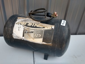 7 GALLON, 125 PSI PORTABLE AIR TANK