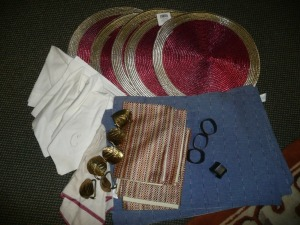 MIXED LOT OF NAPKINS, PLACEMATS AND NAPKIN RINGS