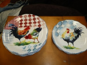 LOT OF EIGHT ROOSTER PLATES BY PIER ONE FOUR 11-IN PLATES AND FOUR NINE INCH PLATES