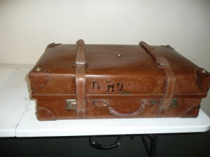 ANTIQUE LEATHER SUITCASE