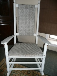ANTIQUE WHITE ROCKING CHAIR
