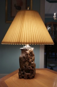 BEAUTIFUL ORNATE RELIEF ART ASIAN TABLE LAMP - LR