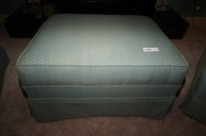 OTTOMAN WITH CUSTOM UPHOLSTERY, MATCHES 1026 AND 1027 - LR