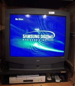 SAMSUNG DVD / VHS PLAYER, RCA 32-IN COLOR TV, AND REMOTE CONTROLS, INCLUDES PAPERWORK - LR