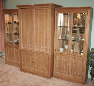 THOMASVILLE 3 PIECE LIGHTED SOLID WOOD CURIO / ENTERTAINMENT CABINET - LR