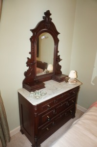 ANTIQUE DRESSER WITH TILTING MIRROR - BR1