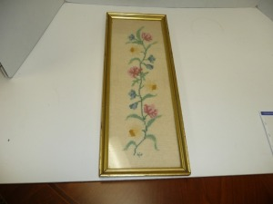 NICELY FRAMED VINTAGE FLOWER NEEDLEPOINT
