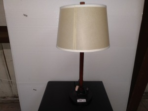 METAL BASE TABLE LAMP