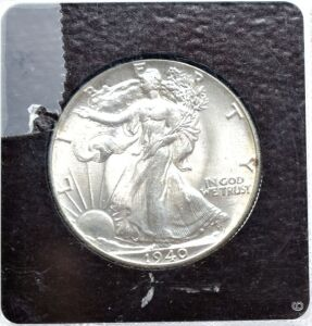 1940 SILVER WALKING LIBERTY HALF DOLLAR IN CAPSULE LOOKS UNCIRCULATED