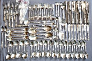 117 PIECE GORHAM BUTTERCUP STERLING SILVER FLATWARE TOTAL 3990 GRAMS  - First made in 1899, Buttercup is one of the most popular sterling silverware patterns. Gorham applies a tarnish at the factory to highlight the many flowers on the handles.  - 12 KNIV