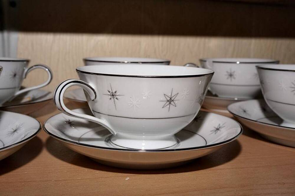 SET OF ZYLSTRA CELESTIAL PATTERN CUPS & SAUCERS, MADE IN JAPAN