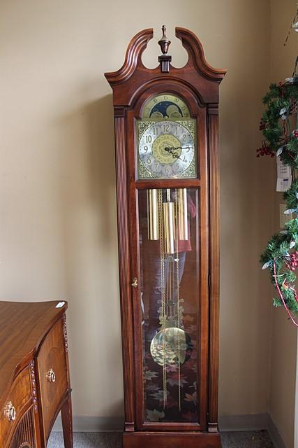 VINTAGE BEAUTIFUL HOWARD MILLER GRANDFATHER CLOCK MODEL #610-572