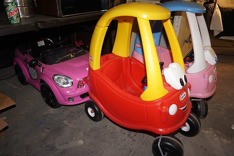 Lot 3142 Of 913 Pair Little Tikes Push Cars And Electric Car