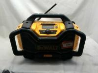 DEWALT RADIO AND BATTERY CHARGER,radio does have