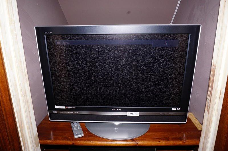 SONY FLAT SCREEN TV WITH REMOTE - GRCLST