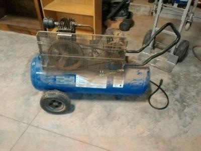 26 GALLON CAMPBELL HAUSFELD ELECTRIC AIR COMPRESSOR, DOES POWER UP AND WORK